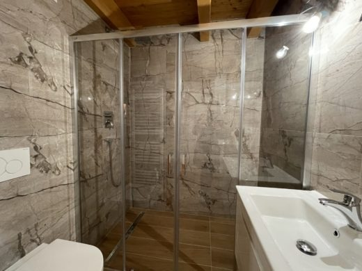 The bathroom tiles are underlying the luxury of the apartment.